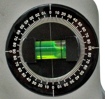 Closeup of Dial Level on Mathey Centering Head